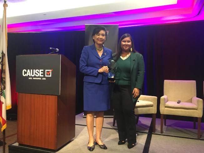 聯邦眾議員趙美心(左)獲得亞美政聯2018傑出女性領袖獎。(記者林佩錦/攝影)