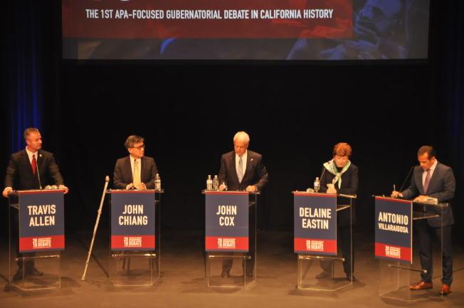 五位候選人唇槍舌劍。(記者張越/攝影)
