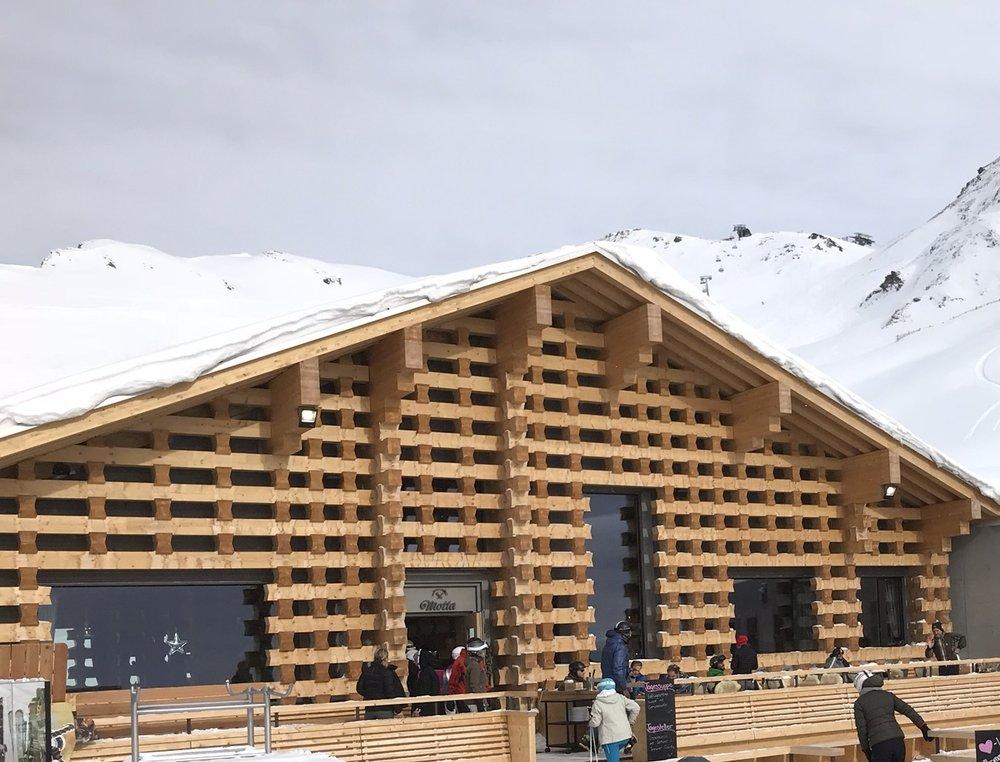 Motta Hütte im Skigebiet Lenzerheide, Rothorn-Seite. Das Foto entstand an einem anderen Tag (Foto ©Tom Pellny)