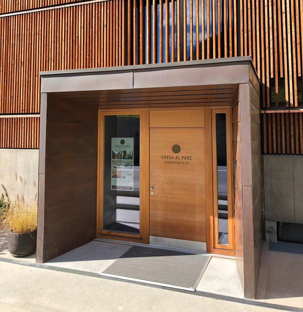Eingangsbereich zu den Apartments (Foto ©Tom Pellny)