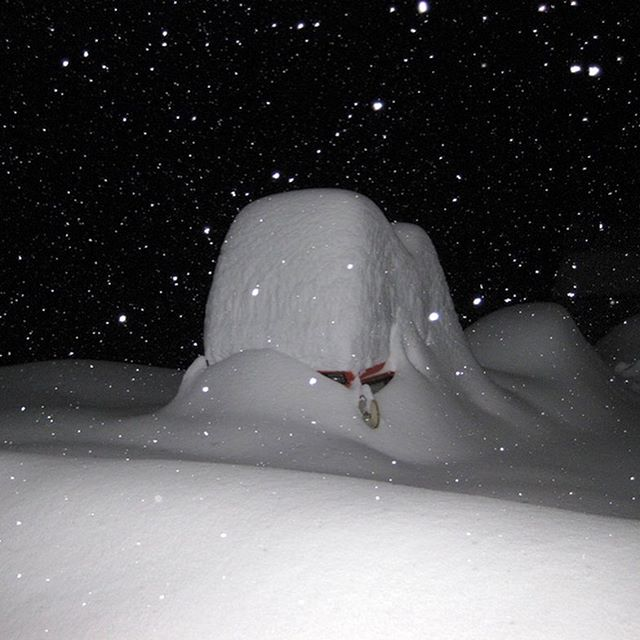 Where are the snowcats? Epic powder dump in Alagna (Italy, southside of the Monte Rosa massif) a couple of years ago during one of the famous Retour d'Est weather constellations that drop crazy amounts of pow.  Pic 2: Olga seeking the entrance of Rifugio Citta 'Di Mortara Grande Halte.  #alagna #monterosa #pow #grandehalte #insidealps #powder #snow #powdernuts #alps #alagnavalsesia #grandehalte