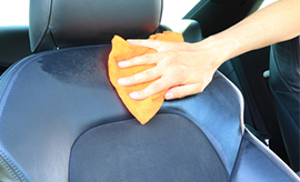 depositphotos_12044560-Cleaning-the-car-seat.jpg