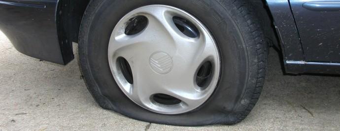 flat_tire1-690x266.jpg