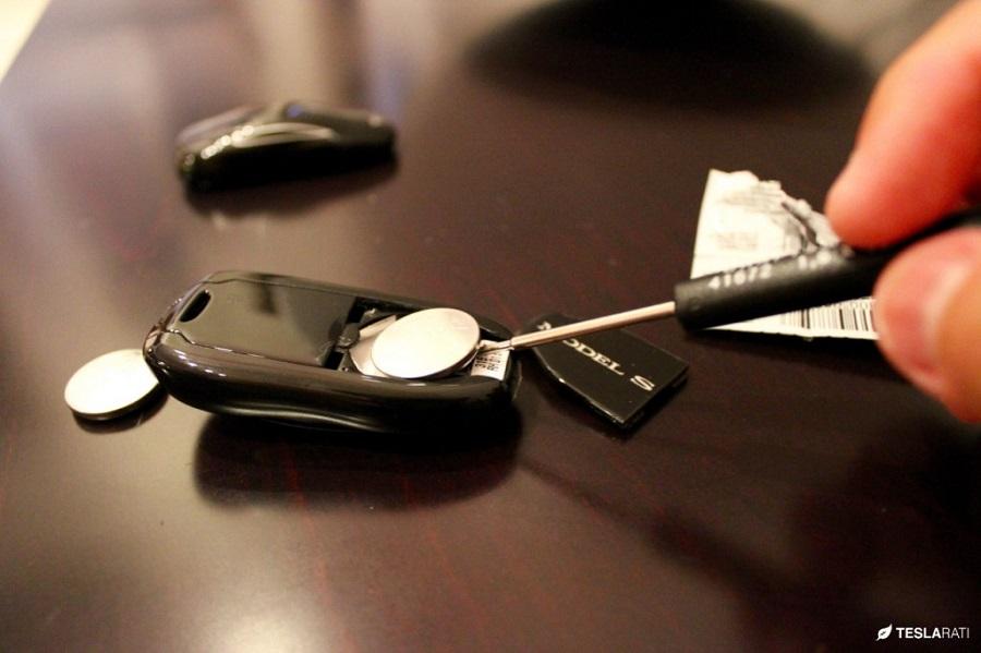 09-12-17-AAAA-Tesla-Key-Fob-Battery-7-1024x682.jpg