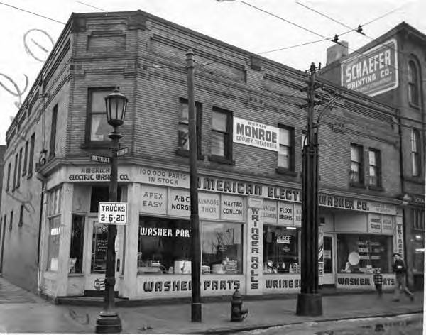 Detroit and West 28th 1950 SW  corner.jpg