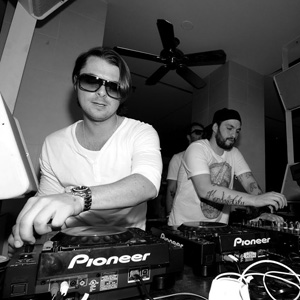 Swedish-House-Mafia-hd-wallpaper-Performing-at-the-decks-live1.jpg
