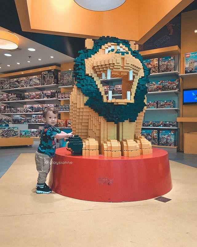 Quando Arthur nasceu eu tive que guardar todos os meus legos, por receio dele engolir peças... agora estamos brincando com os blocos duplos (Junior) e esperando ansiosamente para brincar com os legos tradicionais 😍😍😍