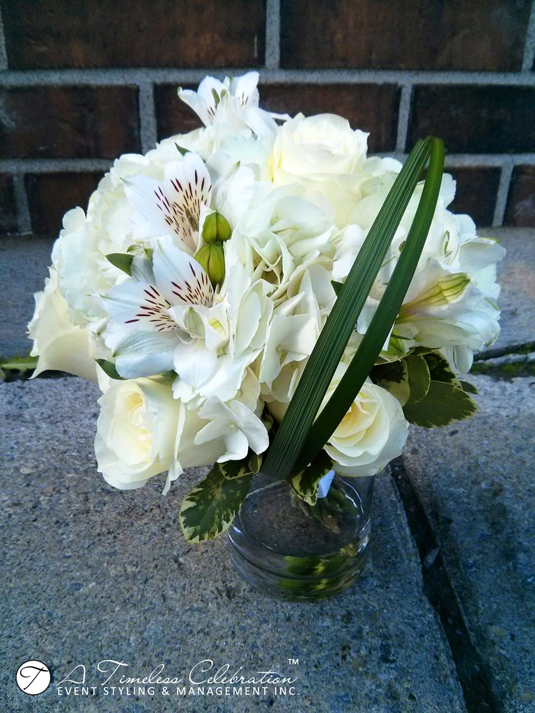 modern chic wedding ceremony white flower bouquet le challenger montreal