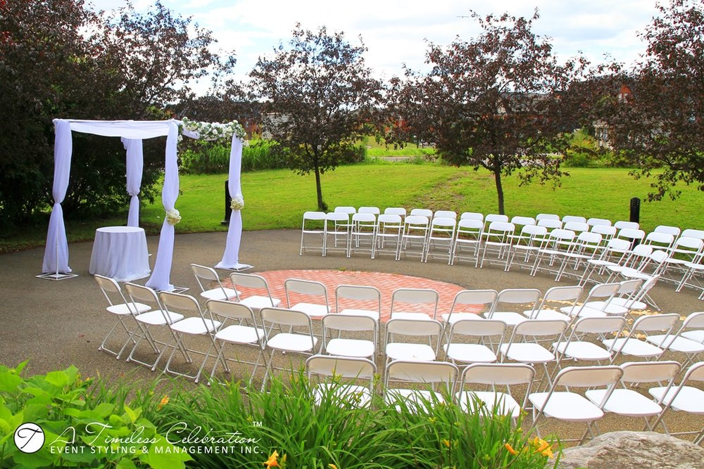 modern chic jewish wedding ceremony chuppah canopy arch le challenger montreal