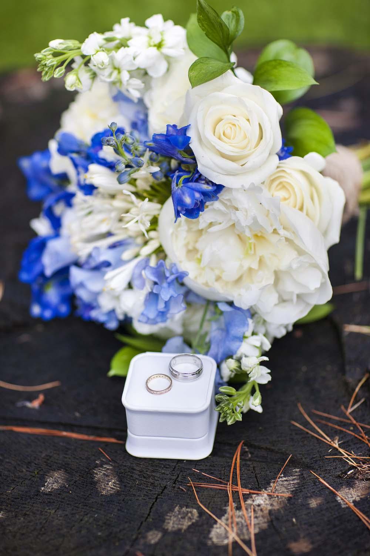 blue white rustic summer woodsy wedding ceremony reception flower bouquet L'Oasis De L'ile montreal