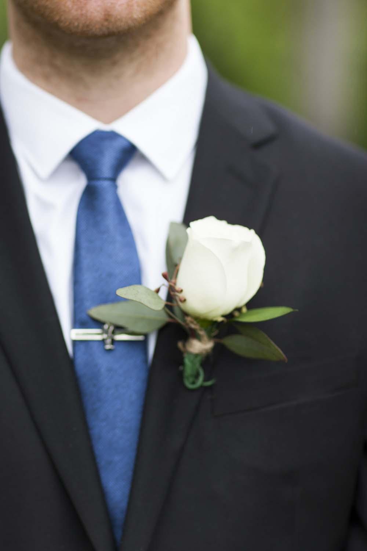 blue white rustic summer woodsy wedding ceremony reception flowers L'Oasis De L'ile montreal boutonniere