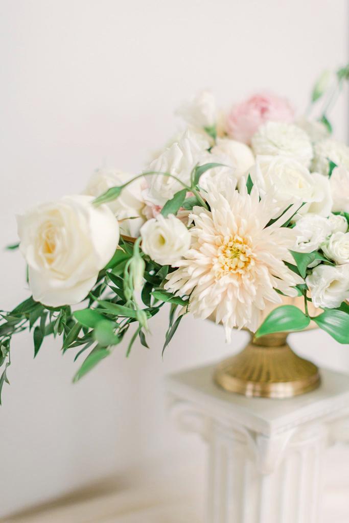 natural_organic_floral_arrangements_a_timeless_celebration_montreal_wedding.jpg