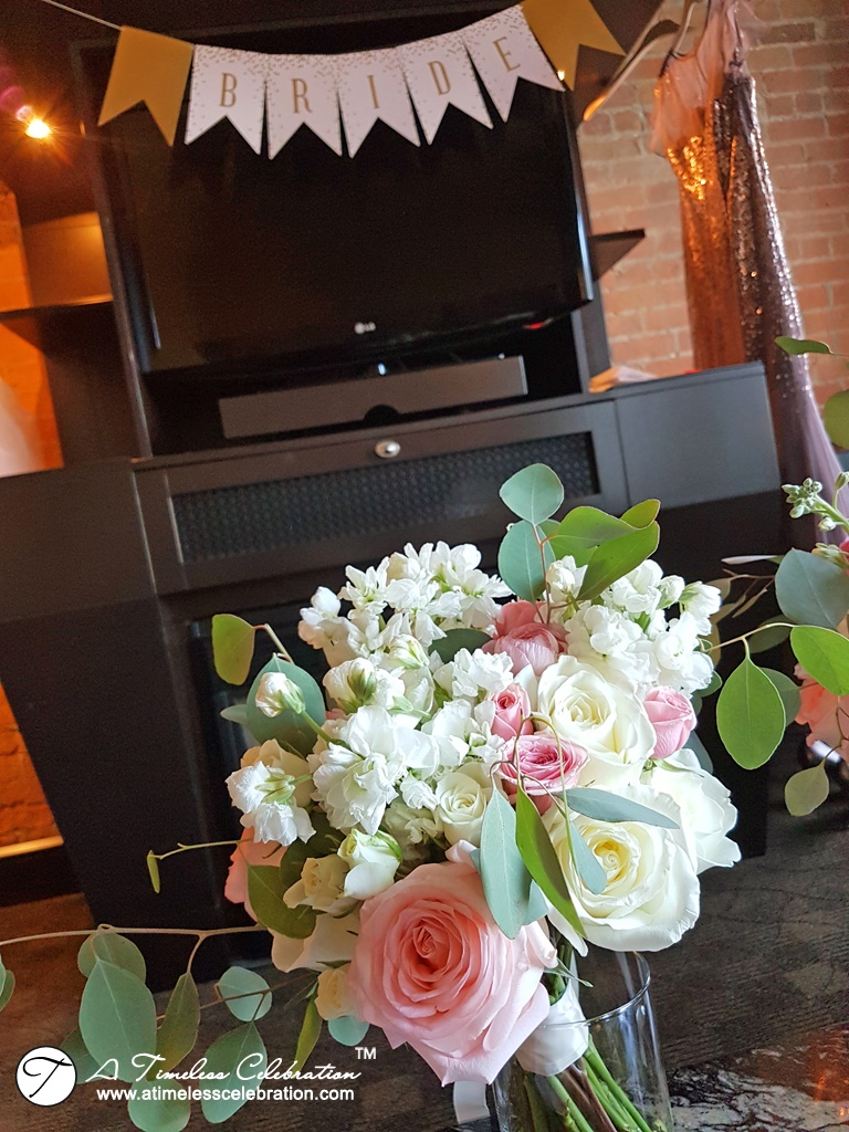 Old-Montreal-Wedding-Bridal-Party-Flower-Bouquets-Hotel-Place-dArmes-20170902_080802.jpg