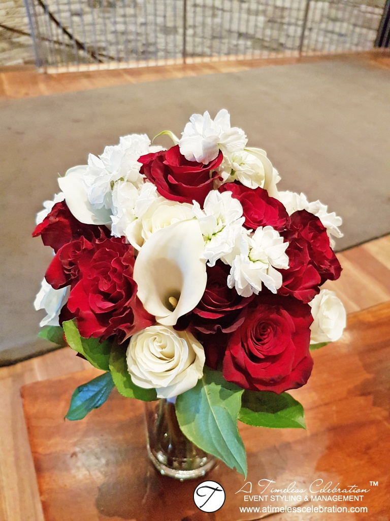 Montreal-Wedding-Fall-Burgundy-White-Flower-Bouquet-Le-Mirage-Golf-Course.jpg