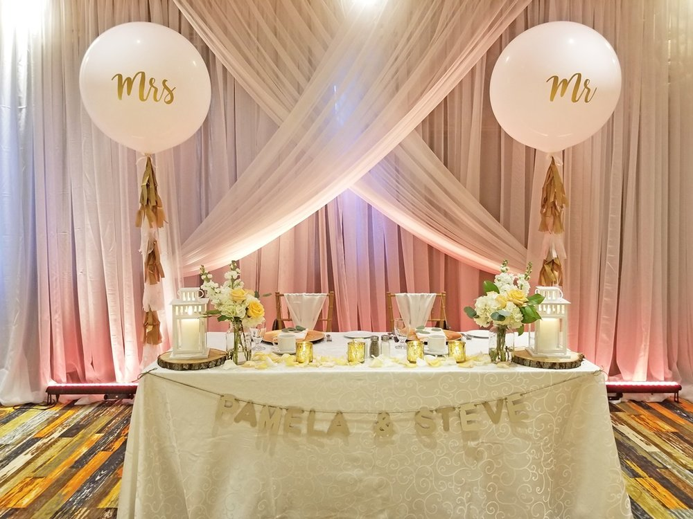 Montreal Wedding Reception Rustic Flower Sweetheart Table Decorations Rentals Hotel Spa Mont Gabriel