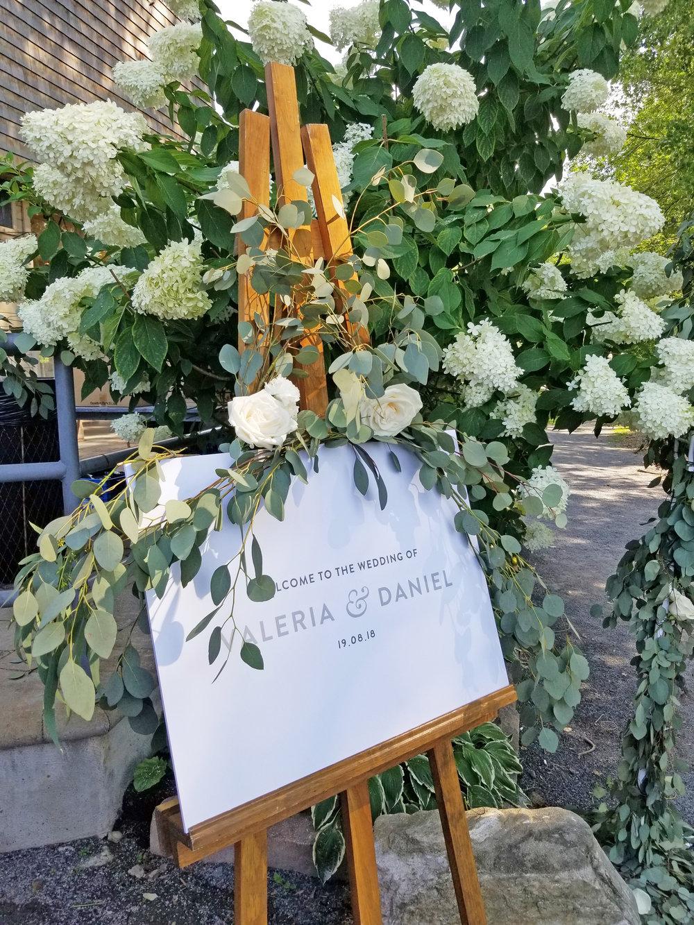 Natural Organic Montreal Wedding Pointe du Moulin Florist Flowers 20180819_153617.jpg