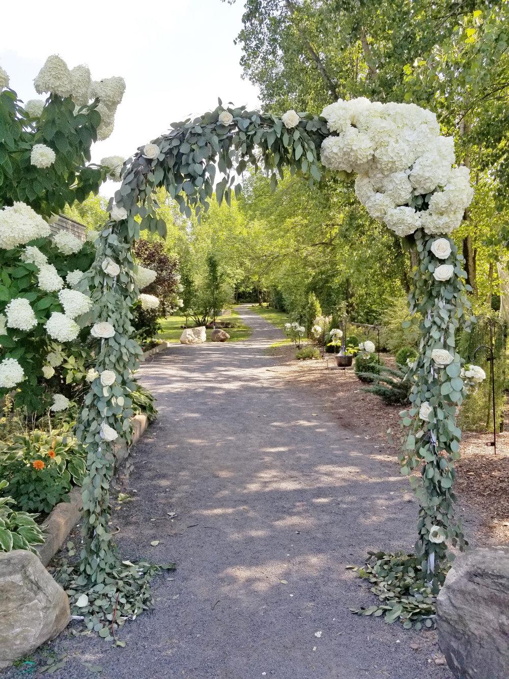 Natural Organic Montreal Wedding Pointe du Moulin Florist Flowers 20180819_153647.jpg