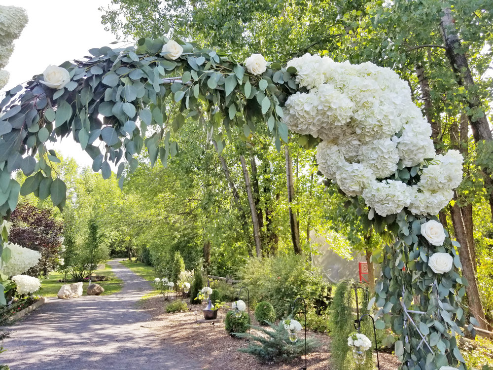 Natural Organic Montreal Wedding Pointe du Moulin Florist Flowers 20180819_153654.jpg