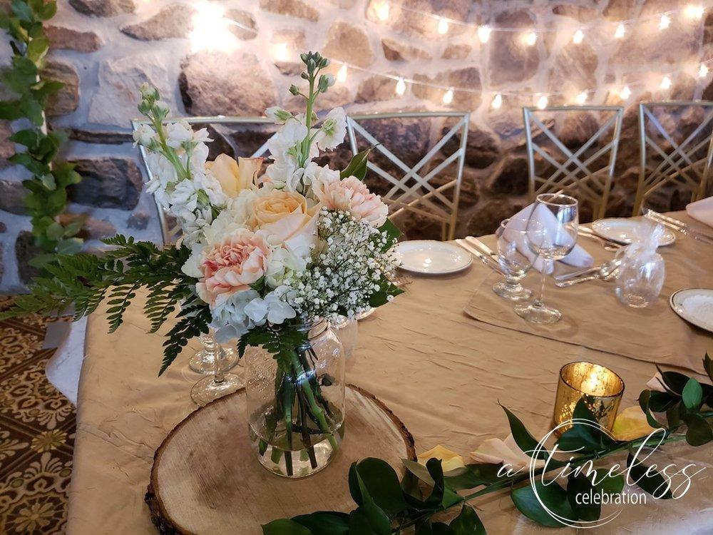 Peach Rustic Wedding at Elm Ridge Golf & Country Club Ile Bizard Montreal  Head Table Flowers 20180901_162750.jpg