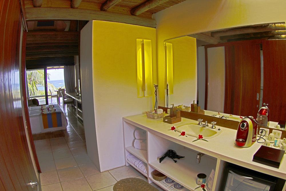 Bathroom - Luxury Apartment.JPG