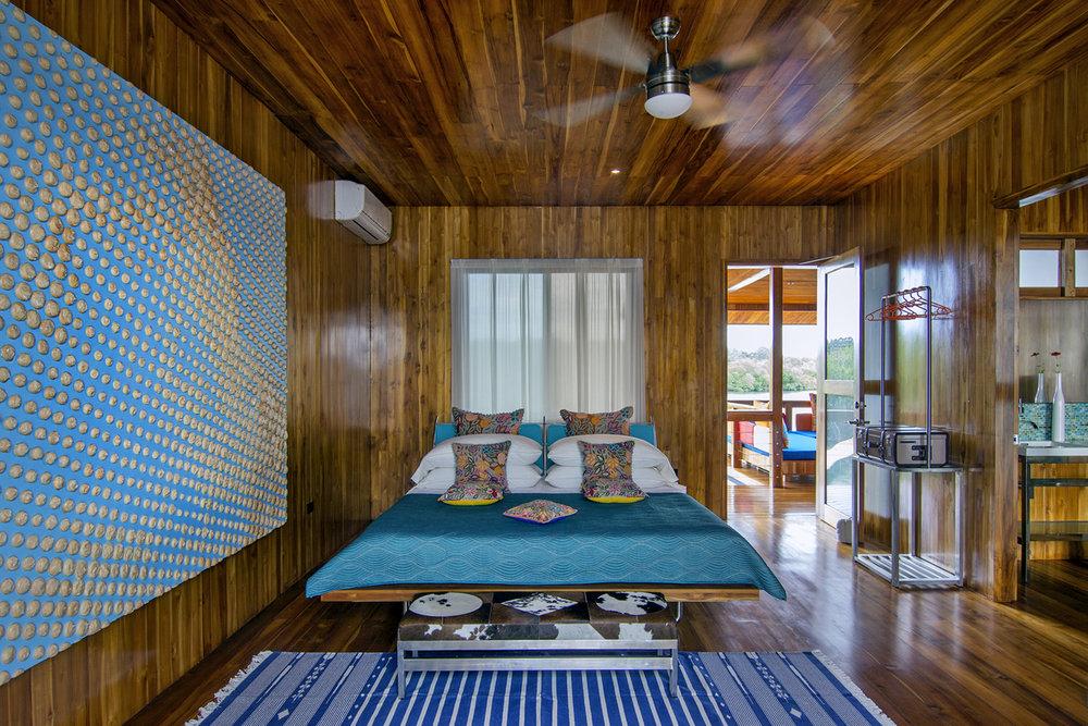 51-Centre suite - bedroom - b.jpg