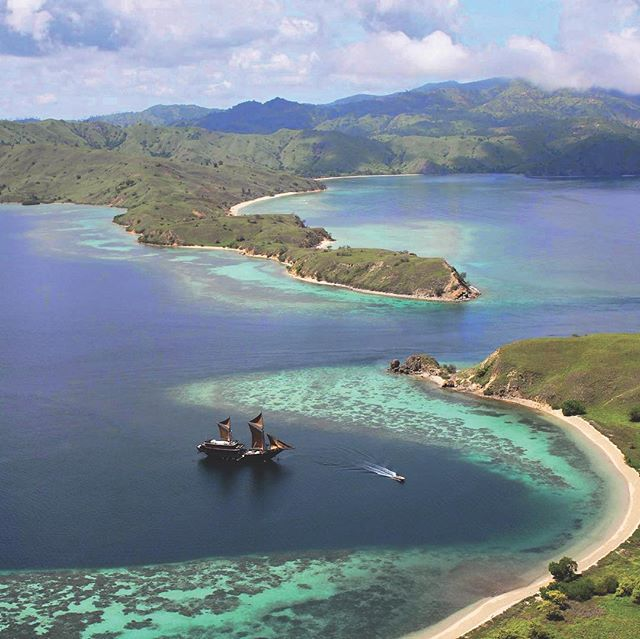 Embark on an adventure to the islands and waters in and around the Komodo National Park. The Park lies in the centre of the Indonesian archipelago, between the islands of Sumbawa and Flores. Komodo National Park has been selected as one of the New 7 Wonders of Nature. It was identified by WWF and Conservation International as a global conservation priority area initially established to conserve the unique Komodo Dragon. The largest lizard on earth, and its natural habitat – the Komodo Dragon inhabits several islands in the area, most notably Komodo Island. The waters here are home to one of the richest and most diverse marine environments, making it a popular destination for diving. Add to that sun-drenched beaches, turquoise bays, stunning coral reefs, starlit skies gorgeous sunsets and you have yourself a one of a kind experience with our Komodo Island tours. . . . @alilapurnama @shadesofseaexpeditions #komodo #elegantcruise #divinginindonesia #komodo #komododragon #exploreindonesia #luxurytravel #familytravel