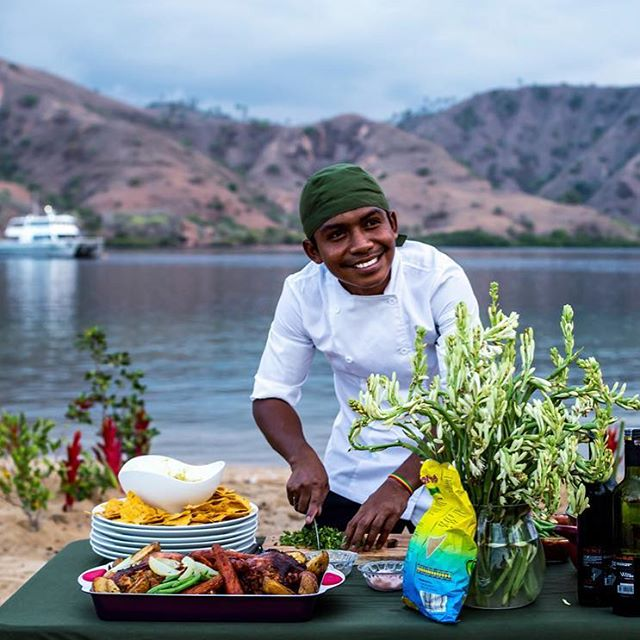 The cooks at Sibon Jaya are fantastic and will be working 24/7 to satisfy your desires. Healthy and nutritious meals, expect fresh fish, lobster, squids, lamb and vegetables as well as fruits and made-to-order breakfasts. . . . @siboncharters @shadesofseaexpeditions #indonesia #mentawai #boattrip #sibonjaya #chefschoise #food #health #surftrip #luxurytravel #familytravel #touroperator