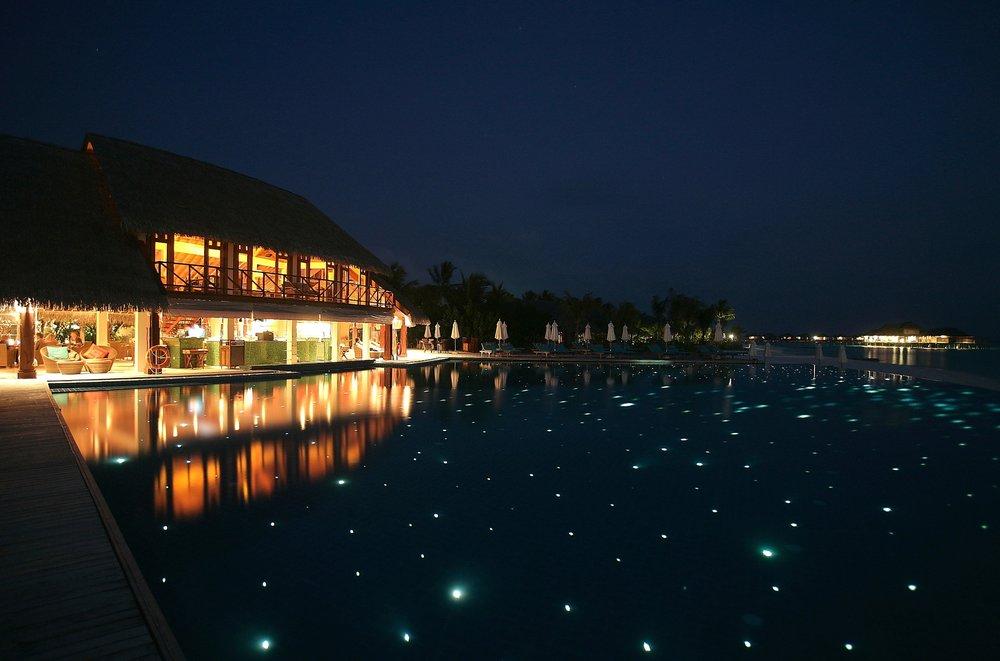 Anantara_Dhigu_Aqua_Bar_Night.JPG