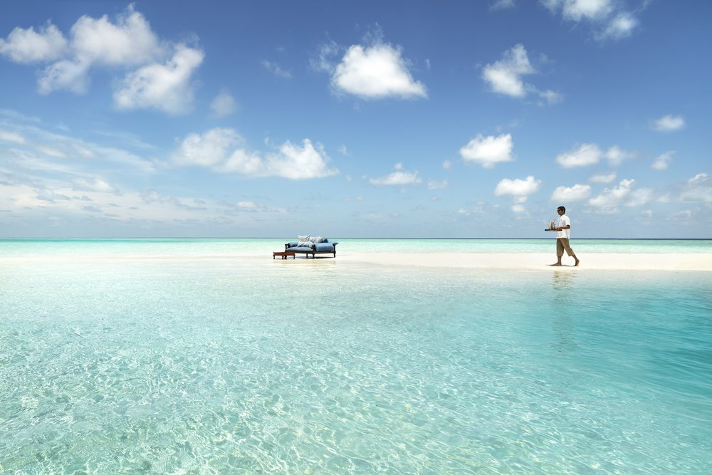 Naladhu_Private_Island_Sandbank_Waiter_Closeup.jpg