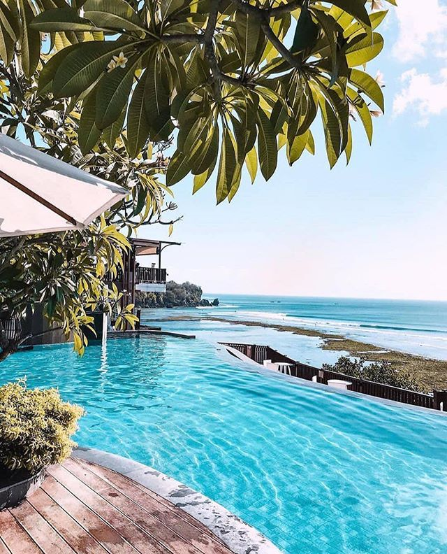 Hope you're all having a blast this weekend, like our friends at @anantarauluwatu here. 📸: @the_seminyak_snob . . . . . . #bali #balibible #islandvibes #islandliving #uluwatu #anantara #indonesia #surftrip #luxurytravel #touroperator #familytravel
