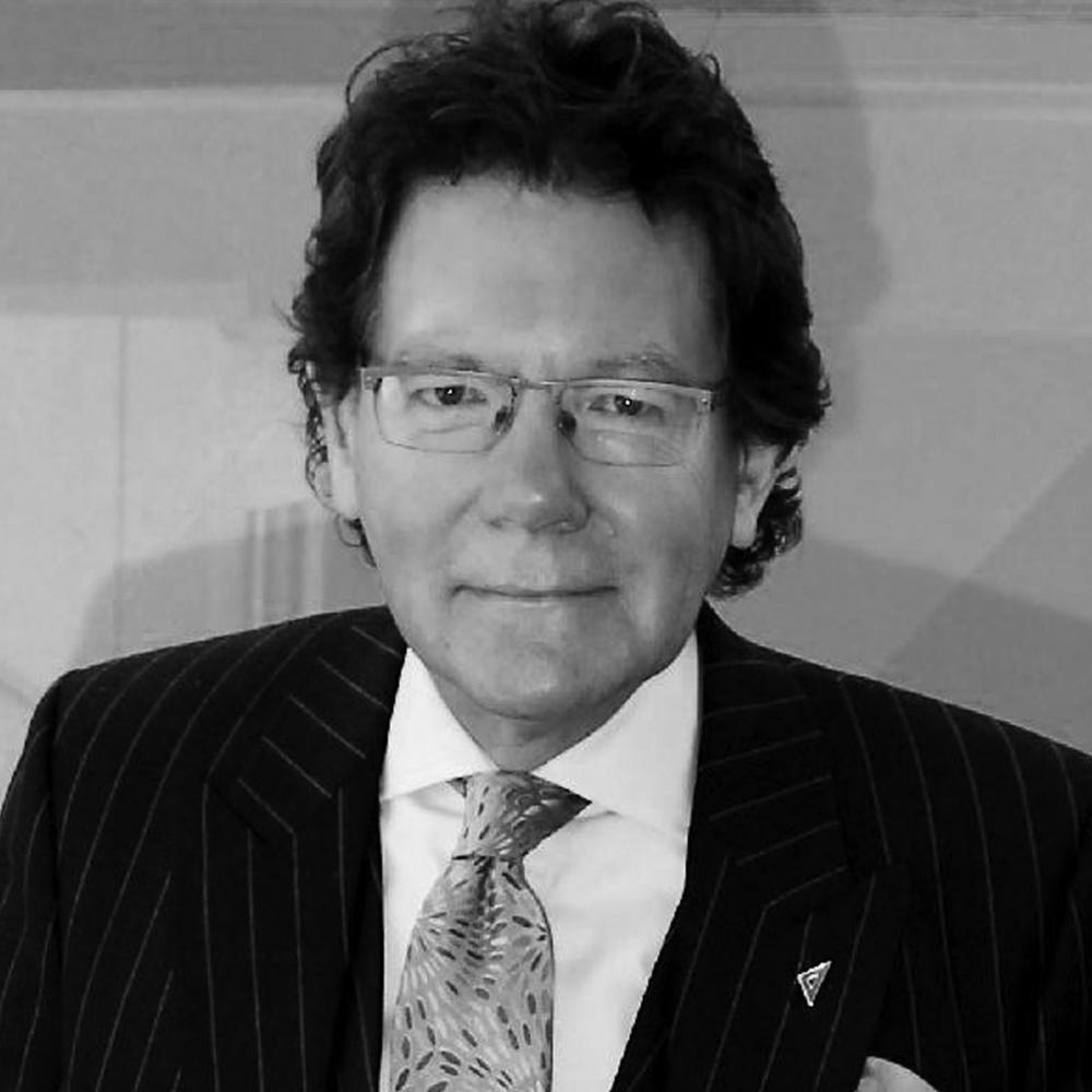 MAXWELL HUTCHINSON - FOUNDER & PRESIDENT