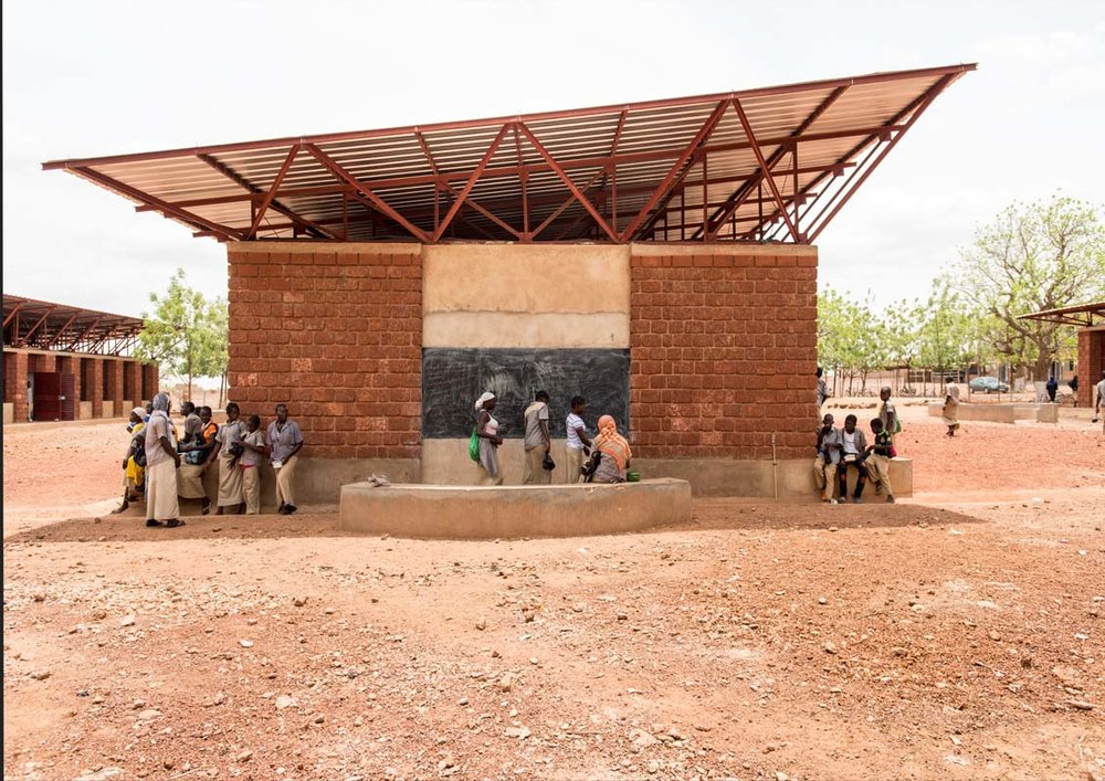 Double roof angled and orientated to catch prevailing breezes and keep the classrooms cool