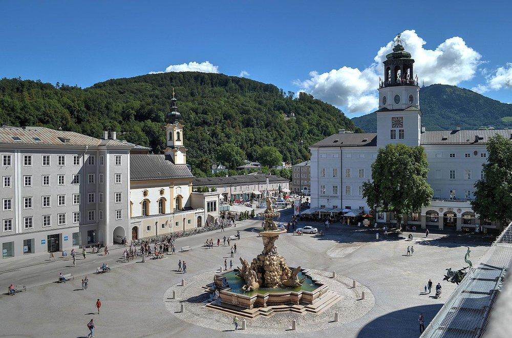 Residenz Square Salzburg, photo from  Wikimedia  taken by  Barbara Marko Bartilla