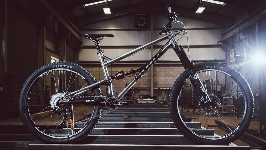 Latest generation of the Cotic Rocket with longshot geometry  (photo courtesy of    Cotic Ltd   )