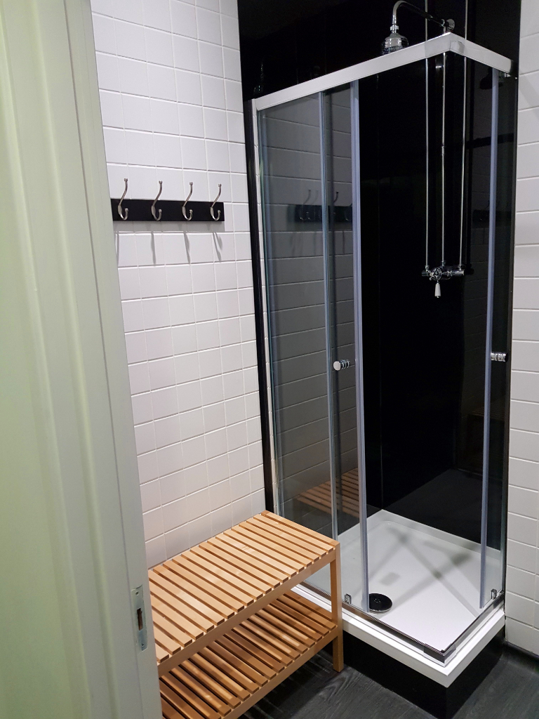 Rentadesk+West+Shower+Room.jpg