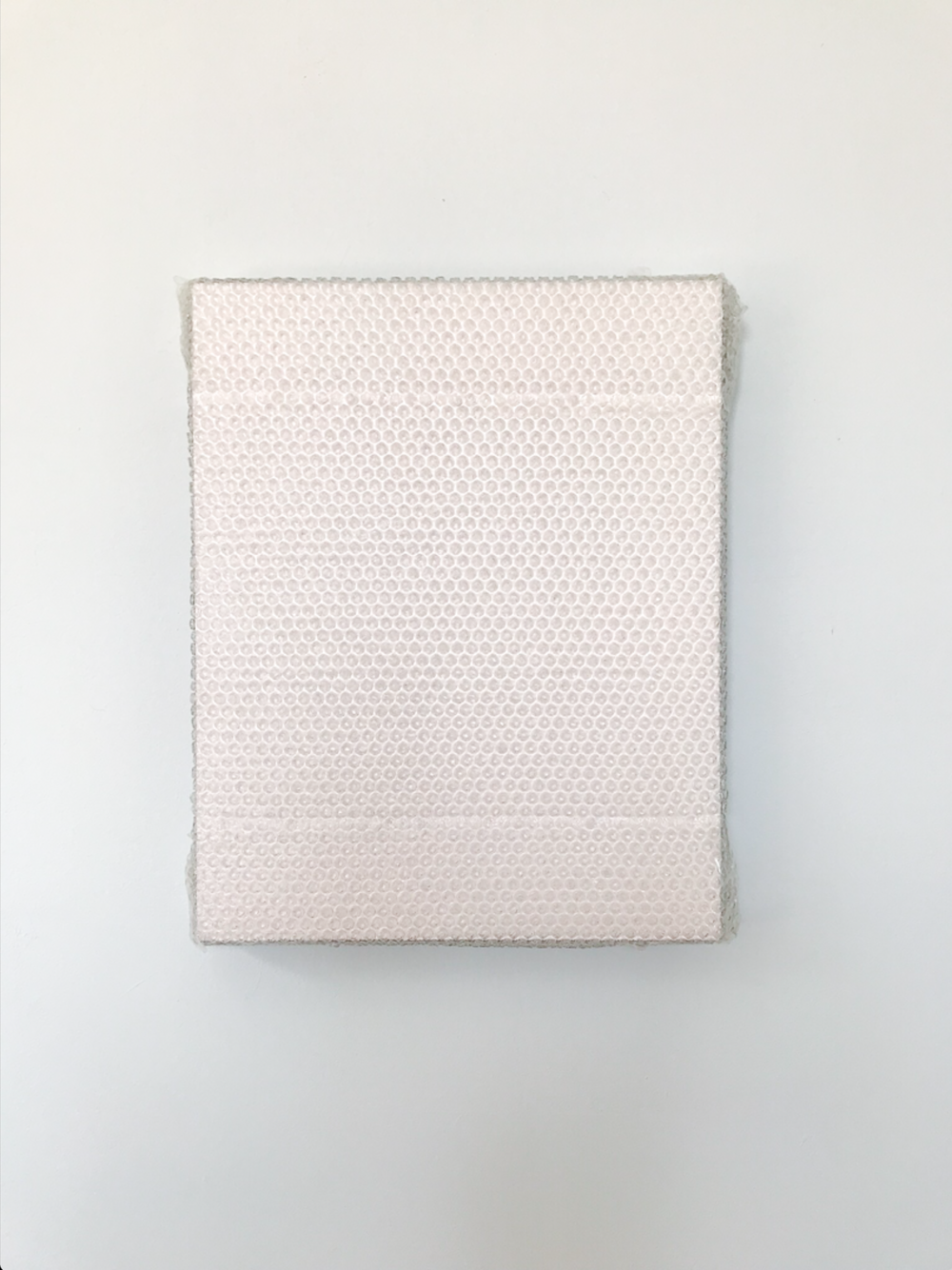 "Pink Monochrome with Bubble Wrap and Packing Tape,  2018, Acrylique sur toile de lin, 20"" x 16""."