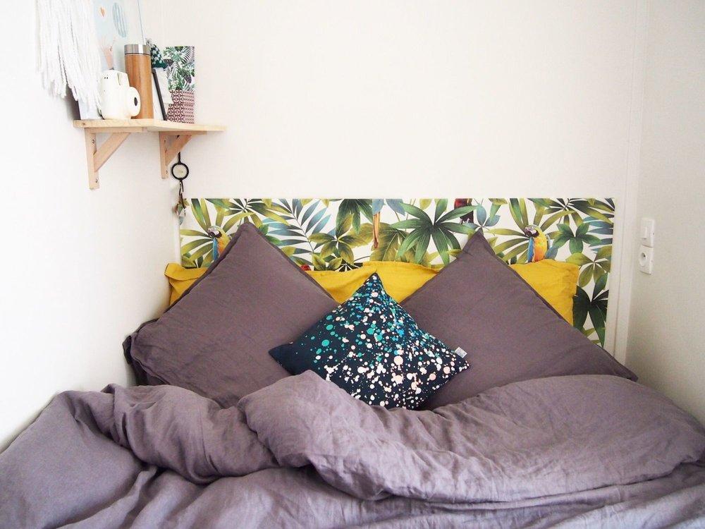 diy-faire-une-tete-de-lit-avec-du-papier-peint_
