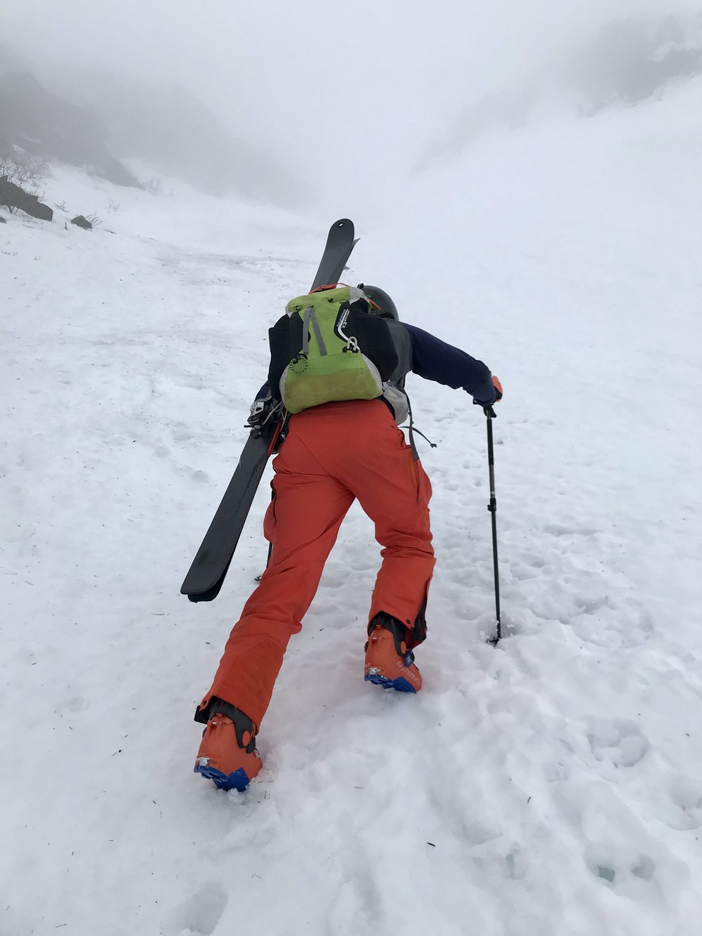 Alex looking very fashionable with his matching boot/pant combo while setting the booter up Left Gully.