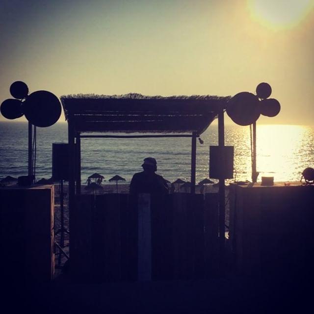 Sunset by the sea @sal_comporta #comporta #sunsetdj #sundownparty #dj #beach #music #soundsystem #sunsetbythesea #severino #horsemeatdisco #misterteaser #senorpelota #bocaroxa #praiadopego