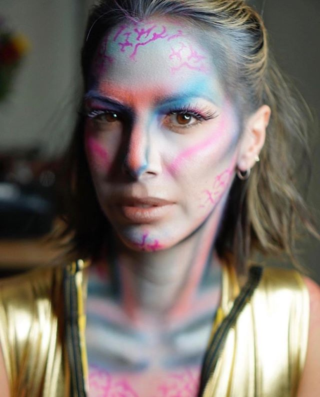 Scrolling through the TL and came across this gift bestowed upon us by the goddess herself and I've never had more questions in my life. Is Doute in the Avatar sequel?? Is she simply into Avatar cosplay? Has anyone been in touch with James Cameron about this? I feel like he should be looped in at this point.