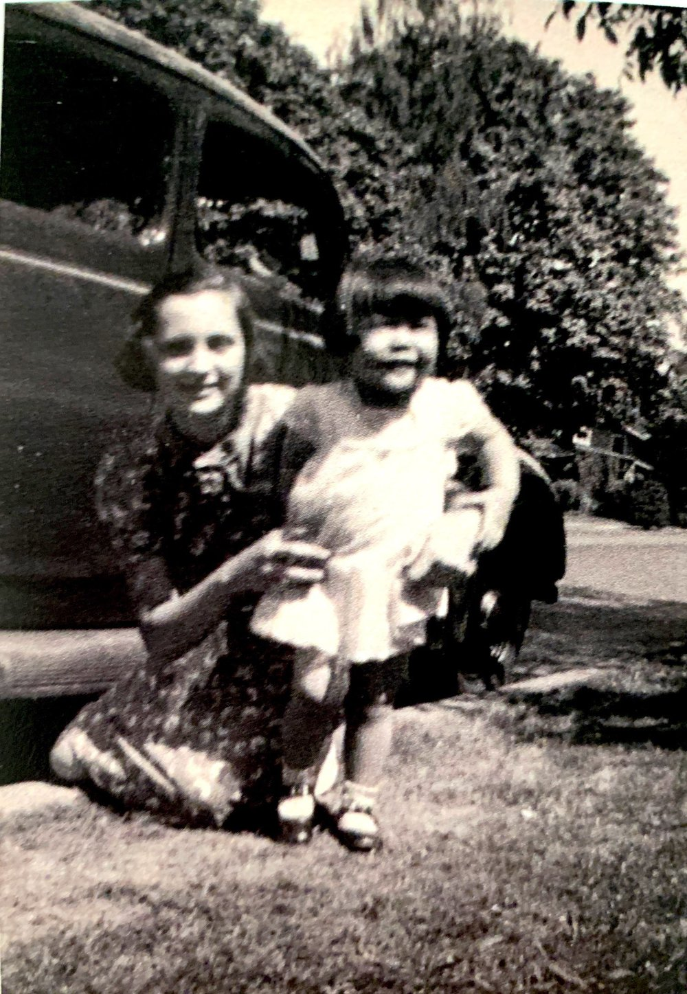 A young Velora and Aiko at the Williams' home at 740 Chemeketa Street in Salem.
