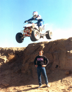 Marty Hart jumps over Loren Duncan 1989.jpg