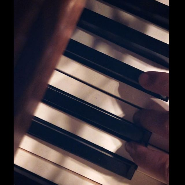 Practice makes perfect but the most incredible songs come out of moments of imperfections. #keysandvices #practice #piano #music #chronicnostalgia #songwriter