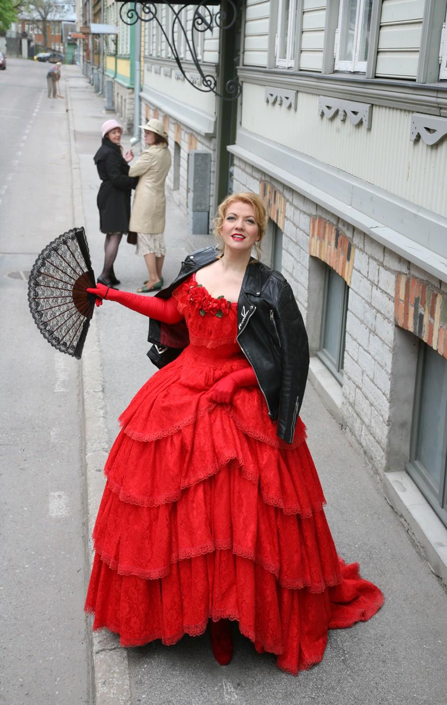 """Violetta in the old town of Tallinn"" (photo: Toomas Volkmann)"