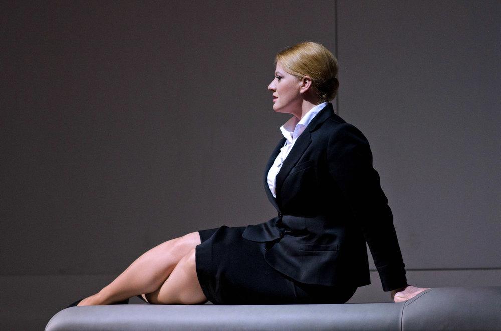 Aile Asszonyi as Elisabeth (photo: Harri Rospu)