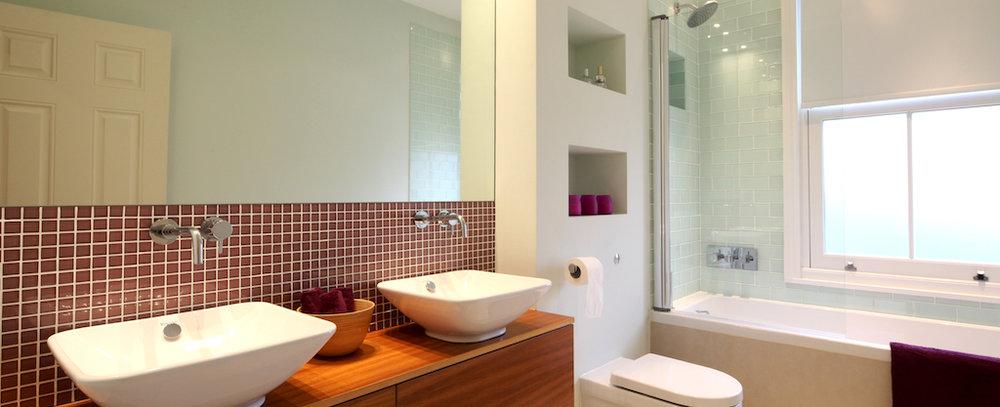 photo 9 family bathroom.jpg