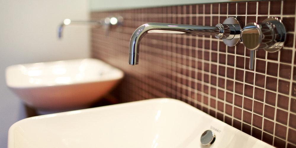 photo 10 family bathroom.jpg