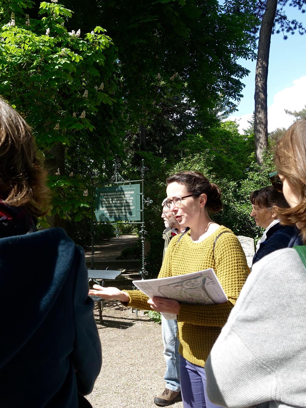 Uitnodiging - Een à twee keer per jaar geef ik tuinrondleidingen op de Utrechtse begraafplaatsen Kovelswade en Soestbergen. Houd de agenda van Stichting TrösT Utrecht in de gaten: www.trost.nl.