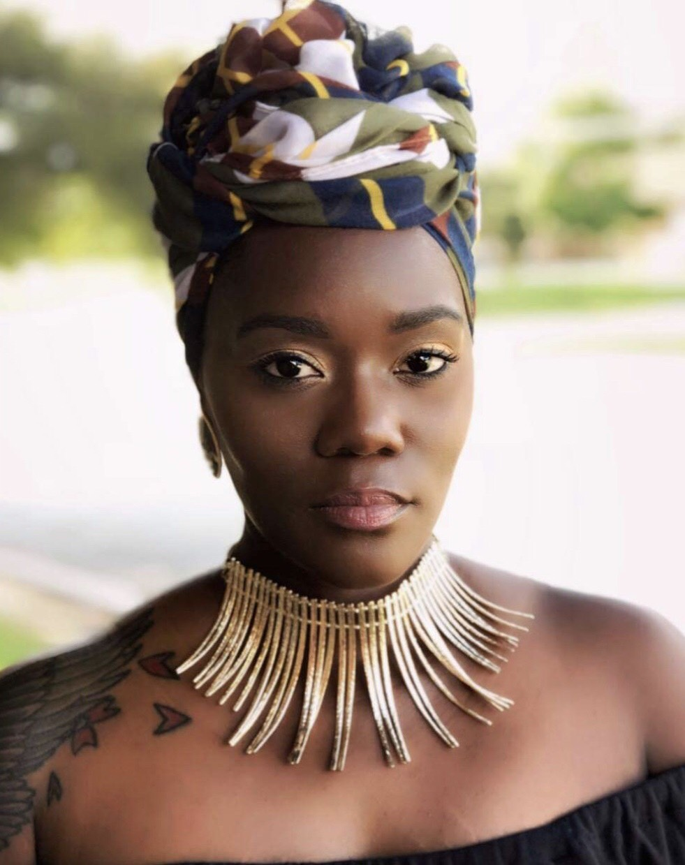 About - Elle Davis is a national spoken word artist, model, and founder of Dark Girl Fly.