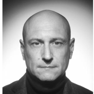 """Olivier Cerejo Meneses - Producteur Hibiscus Asie, fondateur d'Oxygen Productions - producteur asie et chargé des projets fictions pour hibiscus films, il fait un peu """"famille Addams"""" sur la photo."""